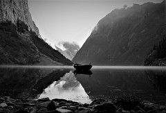 Morning Fjord Glass (13HICKMAN77) Tags: lp2 ngc fjord water norway noreg norge båt boat wood black white morning gudvangen nærøyfjord sognefjord sogn aurland bw west coast glass reflection westcoast