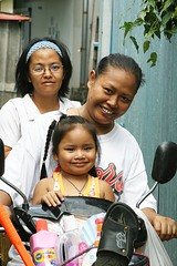 ladies on a motorcycle (the foreign photographer - ฝรั่งถ่) Tags: three ladies women girl motorcycle khlong thanon portraits bangkhen bangkok thailand canon kiss