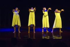 (Cindy en Israel) Tags: jóvenes mujeres danza baile amarillo vestidos manos cuatro evento event צעירות yellow נשים ריקוד שמלות ידיים ארבעה נהריה ישראל nahariya israel