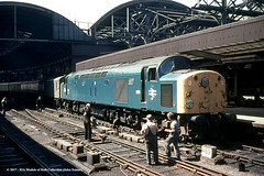 05/06/1970 - Newcastle-upon-Tyne. (53A Models) Tags: britishrailways class40 259 d259 40059 diesel parcels newcastleupontyne train railway locomotive railroad