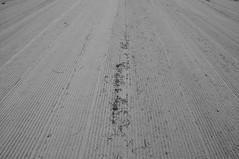 Spuren am Strand 2 / marks at the beach 2 (Lichtabfall) Tags: inselpoel poel strand beach blackandwhite blackwhite bw timmendorf timmendorfstrand sw schwarzweiss spuren tracks marks sand monochrome ostsee mecklenburgvorpommern