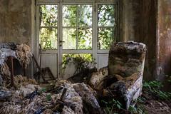 C'est la période des soldes!!!! (www.jeanpierrerieu.fr) Tags: wwwjeanpierrerieufr abandonné abandoned exploration explorationurbaine decay forgotten friche forbidden urban urbex urbaine italie soldes