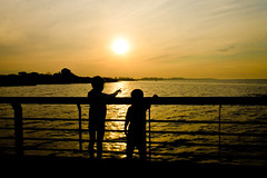 Far away (Wal Wsg) Tags: faraway far away muylejos sol atardecer atardece sunset ocaso agua water sombras shadows canoneosrebelt3 argentina argentinabsas bsas buenosaires caba capitalfederal ciudadautonoma ciudaddebuenosaires costanera