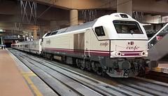 Madrid-Almeria......334.025 (alberto vtr) Tags: talgo renfeoperadora renfe almeria madrid madridalmeria vossloh 334 334025 diesel locomotive locomotora ffcc estacion atochacercanias rail railway tren trenes train trains talgoserie6