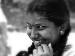A desconfiada!! (puri_) Tags: retrato menina sorriso tranças cabelo preto sri lanka picmonkey