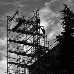 Working people (florenceurban) Tags: noietblanc ouvriers workingmen échaffaudage escaliers stairs hauteur vertige