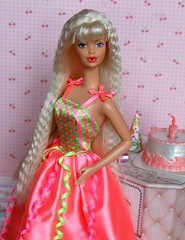 Birthday Party Barbie 1998 (Emily-Noiret) Tags: birthday party barbie 1998 doll happy mattel