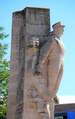 Amiens - Monument à la Division Leclerc (Philippe Aubry) Tags: picardie amiens amiénois somme valléedelasomme monument mémorial secondeguerremondiale divisionleclerc maréchalleclerc deuxièmedb philippeleclercdehautecloque placerenégoblet