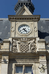 Montjoye! Saint Denis! (Thierry Poupon) Tags: basilique horloge montjoye saintdenis cathédrale lys rois royale égalité iledefrance france fr