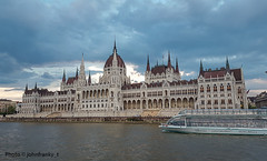 Parlamento di Budapest-Parliament of Budapest (johnfranky_t) Tags: parlamento budapest ungheria johnfranky t samsung s6 cupola archi danubio nuvole danube parliament parlement