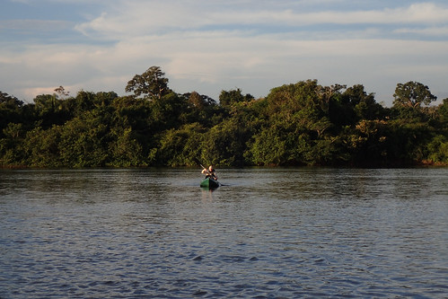 brazil-amazon-cristalino-lodge-paddling-at-sunset-copyright-thomas-power-pura-aventura