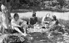 Picnic (Arne Kuilman) Tags: castricum picknick picnic kentmere kentmere100 iso100 blackandwhite homedeveloped rodinalspezial rodinal 135 yashica yashica35gx gx k100 scan epson v600 1200dpi 354311 film believeinfilm rangefinder manualfocus noordhollandsduinreservaat