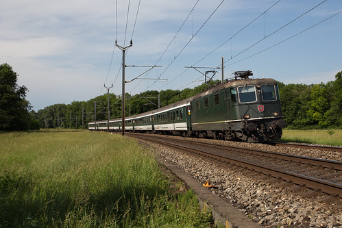 CFF Re 420 161 avec un train de supporters à Gollion