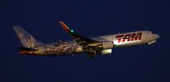TAM Linhas aereas / Boeing 767-316(ER) / PT-MSZ (vic_206) Tags: bcn lebl explore tamlinhasaereas boeing767316er ptmsz nocturna night