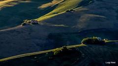 colline di San Severino Marche al tramonto (Luigi Alesi) Tags: sanseverino italia italy marche macerata san severino paesaggio landscape scenery natura nature colline hills luce light ombre shadows campagna country countryside tramonto sunset nikon d7100 raw tamron sp 70300