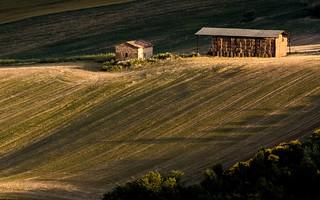 Vecchio fienile nelle campagne di San Severino Marche