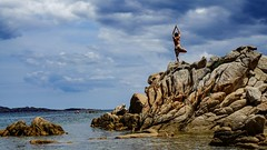 young man at spiaggia cappriccioli (Stefan Wegner) Tags: stefanwegner sony alpha6000 sel1670za variotessarte41670 zeiss sardegna sardinien sardinia yoga