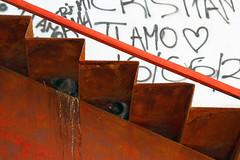 L'amore ai tempi dei graffiti (meghimeg) Tags: 2017 albenga scala stairs rugine rust piccioni pidgeon uccelli bird graffiti scritte writers colori colors arancio arancione orange