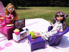 Unwind  with a good movie (flores272) Tags: cerisehood everafterhigh doll dolls toy toys outdoors barbiefurniture bratzfurniture bratzecafe bratzlifestyle ashlynnella dollclothing