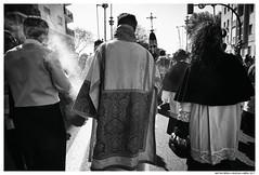 Caminan los acólitos (Matías Brëa) Tags: semanasanta incienso social contraluz blancoynegro blackandwhite bnw luznatural documentalismo documentary