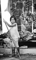 Girl in Coyoacan 433 (L Urquiza) Tags: people vendedores ambulantes street vendors coyoacán mercado ciudad city gente