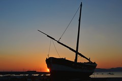 Tra i due mari (simotour750) Tags: sestrilevante mare sea liguria barche barcos paeaggi landscapes
