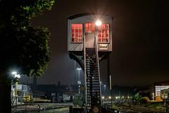 signal box (sigiha1953) Tags: fuji fujifilm fujixt1 fujifilmxt1 xt1 nachtaufnahme night nightphotography nightshot nordrheinwestfalen northrhinewestphalia ruhrgebiet ruhrarea ruhrpott eisenbahn fujixf1655mmf28rlmwr fujifilmxf1655mmf28rlmwr 2017 railwaytracks