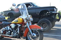 Classic Cars Corvair Club Hoyt's Restaurant Lexington, NC Motorcycle Harley Davidson 1994 Heritage Softail 20170710_4250 (Shane's Flying Disc Show) Tags: classiccars corvairclub davidson nc lexinton unsafeatanyspeed daredevils