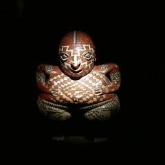 Statuette féminine (neppanen) Tags: sampen discounterintelligence paris pariisi france ranska kuvanveisto figuuri nukke doll musee museo museum quaibranly etnograafinen etnograafinenmuseo chupicuora mexico mexique