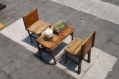 수원, Suwon, South Korea (Tiphaine Rolland) Tags: southkorea suwon korea corée coréedusud asia asie nikon d3000 nikond3000 printemps spring 대한민국 수원시 수원 rue street table chairs chaises mini small petit