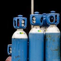 175/365 - une bouffée d'oxygène ? - (Patrice Dx) Tags: nikonpassion365 projet365 bonbonne gaz oxygène indus