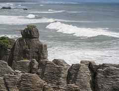 Pancake Rocks at Punakaiki (6) (Teelicht) Tags: fels küste meer neuseeland newzealand pancakerocks punakaiki southisland südinsel tasmansea tasmansee westcoast coast rock sea