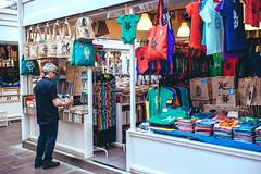 Samuele al mercato - 2016 (dindolina) Tags: photo fotografia color 2016 2010s roma rome italy italia testaccio mercato market libreria libri books bookshop dindolina screenprint