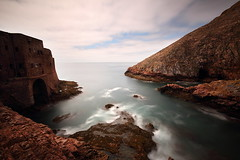Berlengas 7 (gsamie) Tags: guillaumesamie gsamie canon 600d t3i berlengas portugal atlanticocean rocks island arquipélagodasberlengas fort sky wideangle boat longexposure