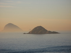 (RoBeRtO!!!) Tags: rdpic islands mist water sea ocean sunrise light isole foschia acqua mare oceano alba luce canong7