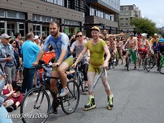 DSCN2178 (IantoJones2006) Tags: fremont solstice cyclists 2017 naked bike seattle parade nude painted body paint bicycle