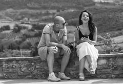 Un giorno senza un sorriso è un giorno perso                                                                                                                                                                                     (Charlie Chaplin) (carlo tardani) Tags: sangimignano siena toscana coppia sorriso bw bianconero blackandwhitephotos nikond4s