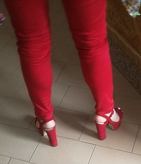 Street feet (664) (♠I Love Feet & Shoes♠) Tags: street sexy feet lingerie tights heels highheels sandali scarpe piedi sandals shoes chaussures pieds sandales schuhe sandalen füse ноги сандалий ботинок туфля pie zapatillas sandalias pés πόδια sapatos παπούτσια sandálias σανδάλια calcanhares каблуки mules huf hoof casco οπλή копыто stockings bas strümpfe medias meias κάλτσεσ чулки sabot pantyhose