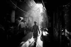 New Delhi, India 2017 (Lucio Frabotta) Tags: leicaq walking bw shadows people persone leica rajasthan travel street streetphotography streetlife blancoynegro photography summilux india monochrome noiretblanc monocromo monocrome mono shadow blackandwhite biancoenero ngc