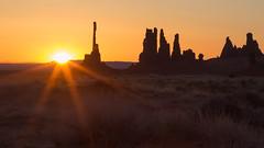 Monument Valley Sunrise (joseph_donnelly) Tags: monumentvalley monument valley utah usa sunrise sun dawn sky colours desert