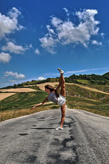 the long and winding road (Antonio Martorella) Tags: antomarto ntomarto ginnasticaritmica ginnastica gymn gym strada road paesaggio landscape nuvole clouds montefeltro