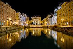 Benvenuti a Trieste (TS) (Ondablv) Tags: chiesa santantonio taumaturgo nuovo trieste mare sea arco riflettere riflessioni ondablv night riflessi notte architettura blue luminose luce