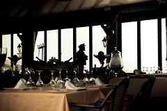 Todo bien capitan (Raul Espino) Tags: barrestaurante malaga puertobanus sigma1750mm canon70d