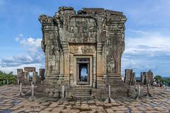 Phnom Bakheng, Siem Reap, Cambodia (Kelvinn Poon) Tags: 巴肯寺 暹粒 柬埔寨 phnombakheng siemreap cambodia ruins canon
