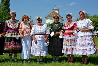 Gyongyosbokretak  Szentisvan Folk dancers