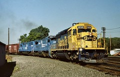 ATSF 5058 east in Porter, Indiana on August 31, 1992. (soo6000) Tags: atsf santafe atsf5058 sd402 5058 emd porter indiana porterbranch chicagoline conrail cr sfel0 manifest train railroad fallenflag freight