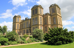Hardwick Hall from the garden (jpotto) Tags: uk derbyshire hardwick building house architecture hardwickhall nationaltrust tudor