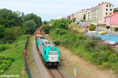 Aires de verano... (yagoortiz) Tags: taka ibercargo 335038 miño galicia tren madera