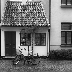 a quiet life - HWW! (lunaryuna) Tags: sweden malmo urban city architecture survivor house historicarchitecture windows windowswednesday bicycle walkinthecity blackwhite bw monochrome lunaryuna