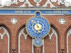 26 giu 2017 - Riga - Casa delle teste nere (7) (Thelonelyscout) Tags: riga lettonia latvia blackheads three brothers